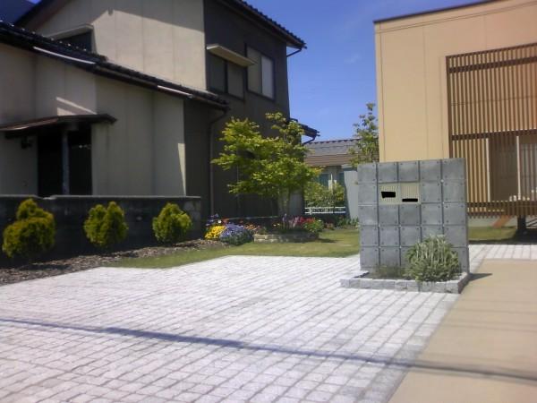 石畳のファサードでスタイリッシュに 富山市1