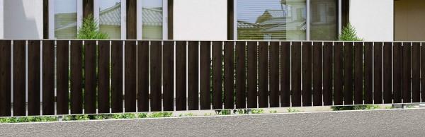 マイリッシュA6型 たて基調の木目フェンス 三協立山アルミ2