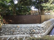 石垣を改修して和風板塀フェンス