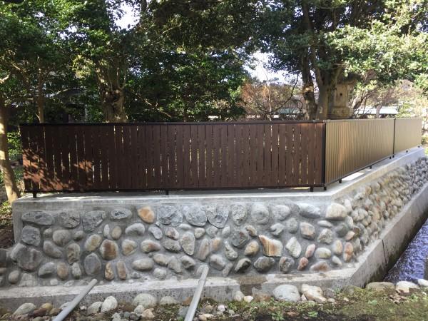 石垣を改修して和風板塀フェンス 1