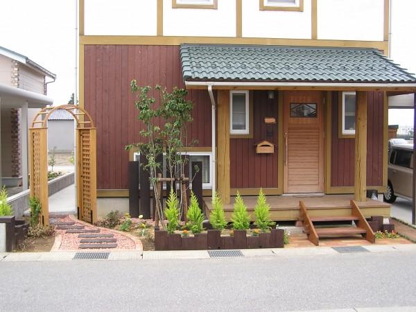 レンガと枕木のかわいいファサード 富山市1