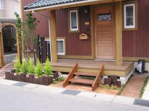 レンガと枕木のかわいいファサード 富山市2