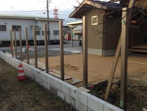 板塀のフェンス柱立て 富山