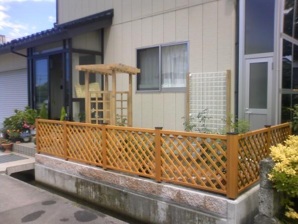 ラチスとパーゴラが似合う庭作り 富山市4