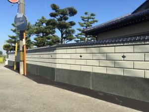 和風のブロック塀に蛇紋洗い出しの巾木4