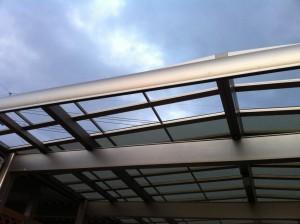 ポリカカーポートの屋根破損
